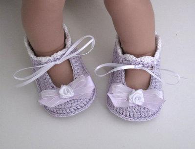 Scarpine lilla neonata all'uncinetto