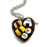 Collana Piatto Sushi - Futomaki, onigiri, nigiri con salmone, omelette, uova di salmone, avocado, mango ecc