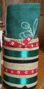 Barattolo decorazione natalizia con juta nastri seta cotone e passamaneria contenente strofinaccio verde