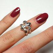 Anello in argento midi Lilia Reale, fatto a mano, regolabile
