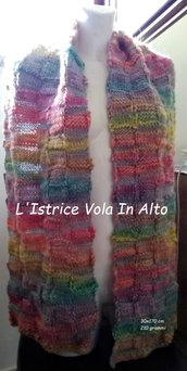 Sciarpa colorata, unisex, realizzata a mano a maglia.