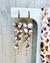 Orecchini fatti a mano in stofa con catena rosario di cristalli