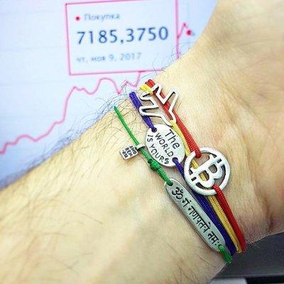 Bracciale di corda con pendente charm in argento Bitcoin, fatto a mano