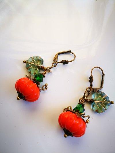 Orecchini arancio zucca, anticato in bronzo stile vintage,autunno, happy halloween.