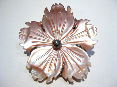 spilla fiore madreperla