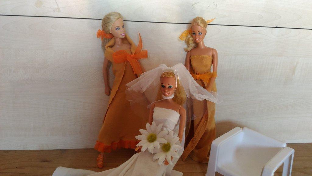 Barbie abiti in tessuto, vestiti Barbie, idea regalo bambina, Barbie abito da sposa e damigelle