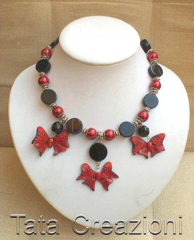 Collan rosso/nero con farfalle