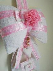 Coccarda rosa neonata