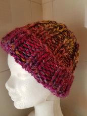 Berretto di lana multicolore fatto a mano con ferri circolari, misura da adulto