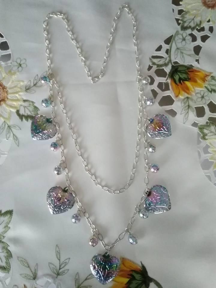 collana con catena in alluminio e resina