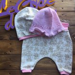 Corredino nascita, cuffia bambina di lana merino, morbidissima, harem pants e cappellino in jersey felpato coniglietti e cuoricini