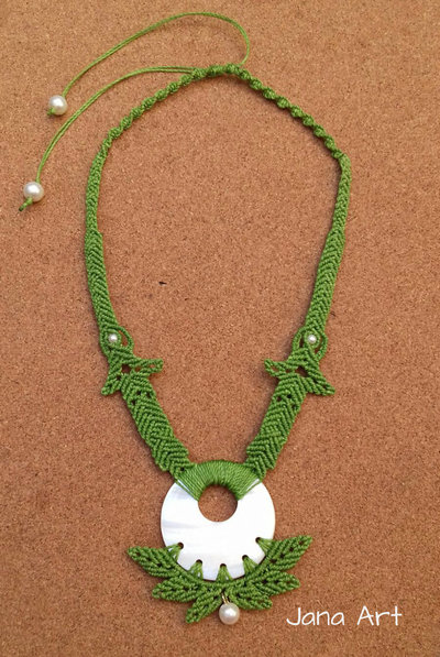 Collana Madreperla in Macramé