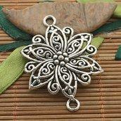Fiore connettore tono argento scuro
