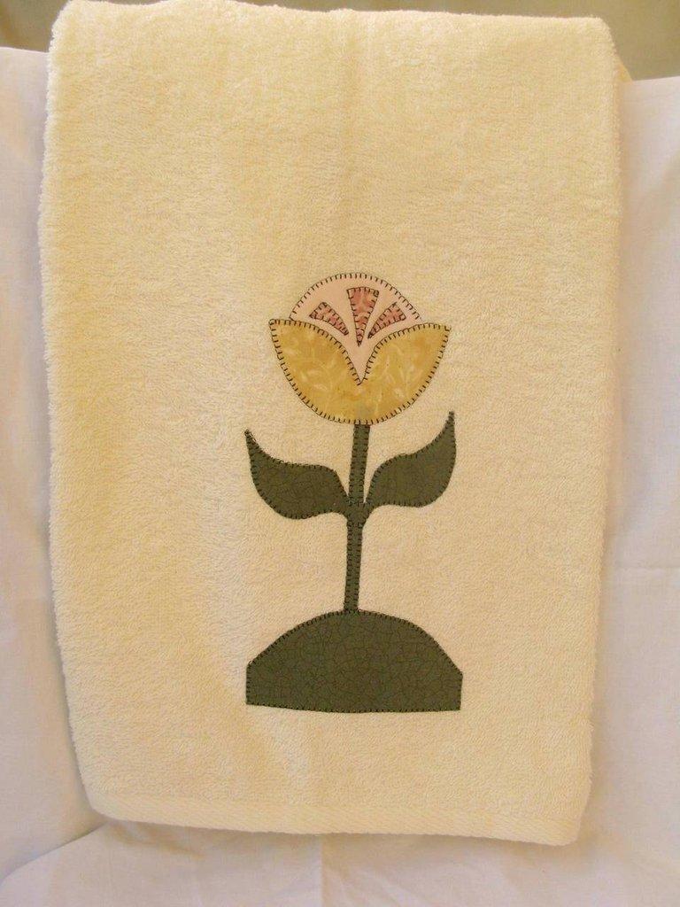 asciugamano fiore giallo rosa