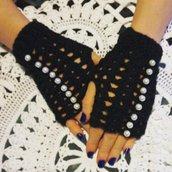 Guanti senza dita con perline fatti a mano, guanti all'uncinetto, guanti neri con perline, regalo di natale, regalo per lei