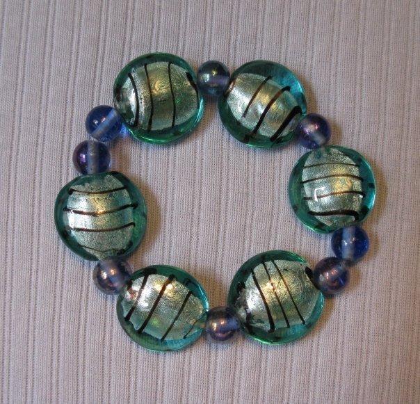 Bracciale elastico con perle in vetro turchesi