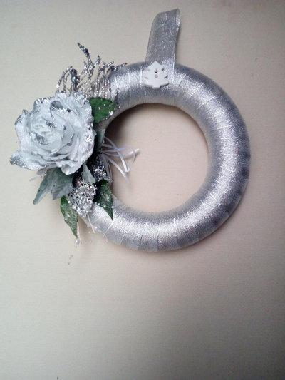 Ghirlanda natalizia argento con rosa