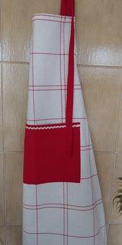 Grembiule con pettorina in tessuto di cotone bianco e rosso impreziosito con merletto zig zag