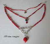 Collana rossa a tre fili