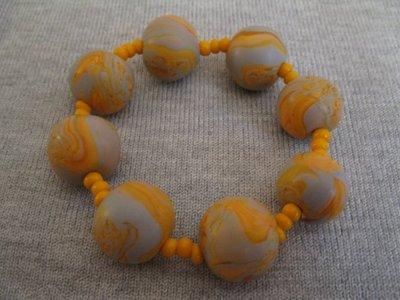 Bracciale elastico con perle in pasta polimerica