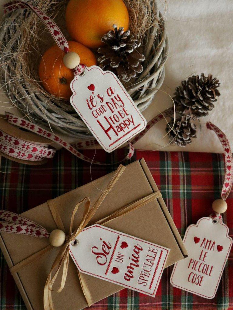 Regali Di Natale Personalizzati.Tag Con Dedica Frasi Speciali Regali Di Natale Regali Personalizzati Portachiavi Segnalibro Chiudi Pacco