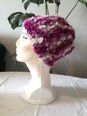Pronta spedizione. Cappello pesante viola variegato fatto a mano, Cuffia invernale donna viola rosso all' uncinetto in filato fiamato