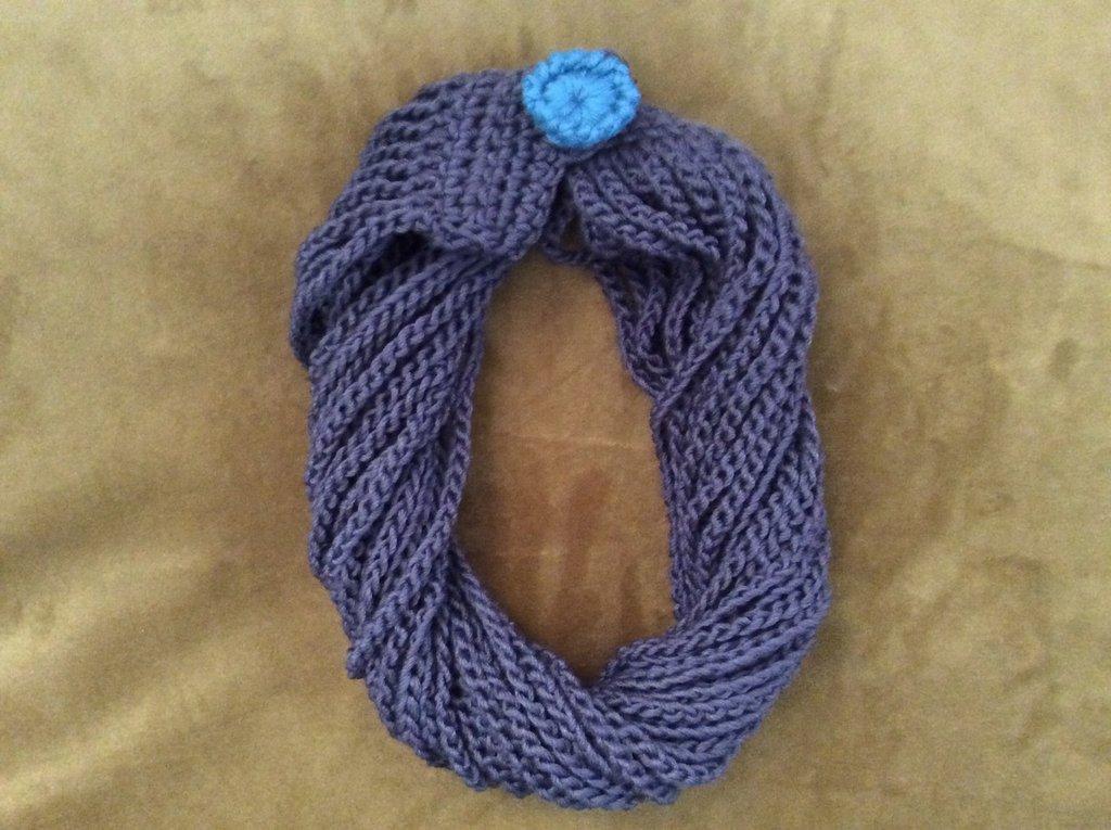 Scaldacollo modello collana torchon in lana