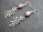 Orecchini argento 925 con perle di fiume e charm di fiori