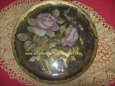 piatto decoupage rose fondo nero