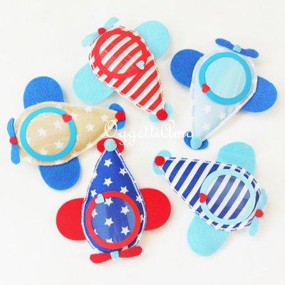 Set di 10 aeroplani di feltro e cotone: le cornici calamitate colorate ed originali per le bomboniere in stoffa del vostro bambino!
