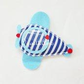 Aeroplani di feltro e stoffa per bomboniere originali e colorate: una cornice diversa per ogni invitato!