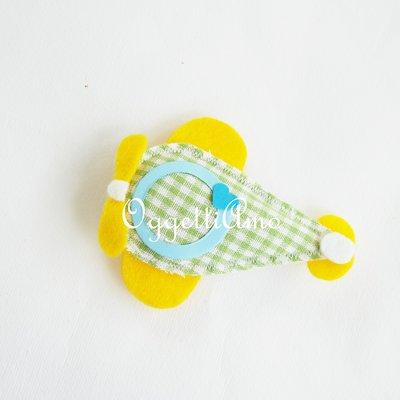 Colorate calamite a forma di aeroplanino di stoffa fatte a mano come bomboniere