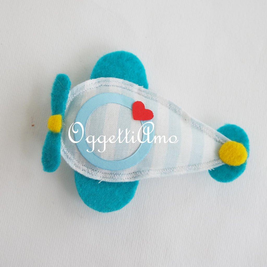 Una simpatica calamita a forma di aeroplano come gadget o bomboniera per il suo evento: una decorazione originale e colorata
