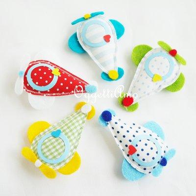 Set di 10 diversi aeroplanini per le bomboniere del tuo bambino: decorazioni per colorare allegramente il frigo di casa!