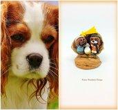 Presepe di cani cavalier king charles spaniel in fimo nella noce, idea regalo natale per amanti dei cani