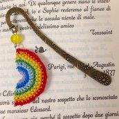 Segnalibro a gancio con arcobaleno amigurumi fatto a mano all'uncinetto
