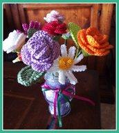 composizione di fiori con vasetto