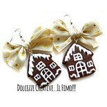 NATALE IN DOLCEZZE - Orecchini con biscotto - cookie a forma di casetta di marzapane con maxi fiocco