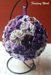 Pomander di yo-yo di tessuto patchwork toni del lilla e viola
