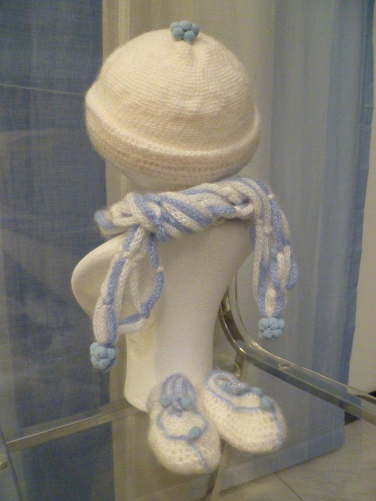 Completino in lana baby fatto all'uncinetto