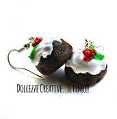 NATALE IN DOLCEZZE - Orecchini pudding - Dolce con glassa di zucchero e agrifoglio - miniature kawaii handmade