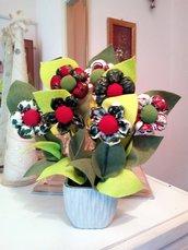 VASO con fiori imbottiti stoffe fantasie natalizia.
