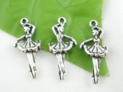 Pendente Charms a forma di BALLERINA  in argento tibetano  31 x 13  mm per collane, bomboniere, bracciali, feste party eventi Natale