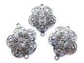 connettore antico tono argento grande fascino floreale.