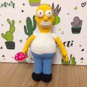 Homer Simpson con ciambella amigurumi fatto a mano all'uncinetto