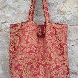 borsa interamente realizzata a mano a base quadrata