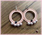 Orecchini rosa uncinetto perle e pietre dure