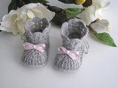Scarpine stivaletti grigi/fiocco rosa neonata fatte a mano idea regalo corredino nascita cerimonia battesimo lana uncinetto