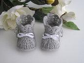 Scarpine stivaletti grigi/fiocco bianco neonato/neonata unisex fatte a mano idea regalo corredino nascita lana uncinetto