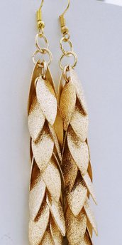 Orecchini pendenti in alluminio dorato satinato - Foglie d'oro